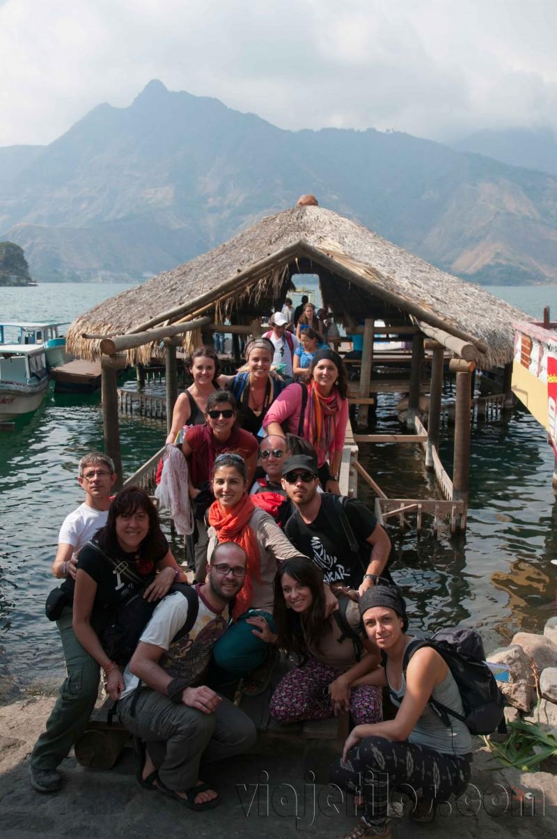 Una de las poblaciones en las orillas del Atitlán