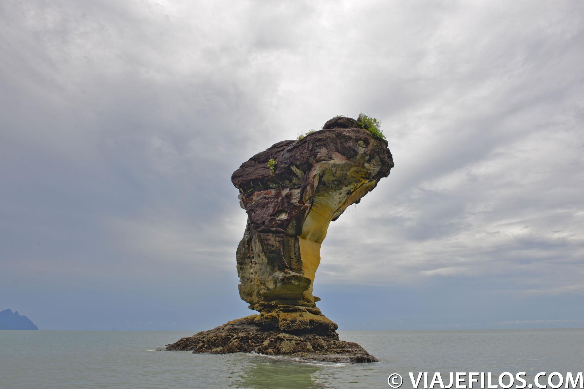 """""""La cobra"""", roca esculpida por la erosión en el parque nacional de Bako"""