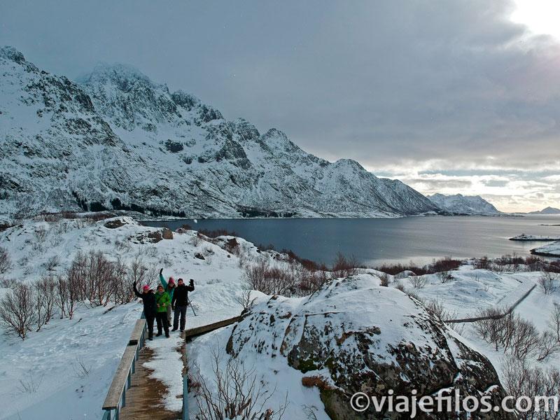 Cualquier parada en una carretera se convierte en una estampa increíble en un viaje a Lofoten