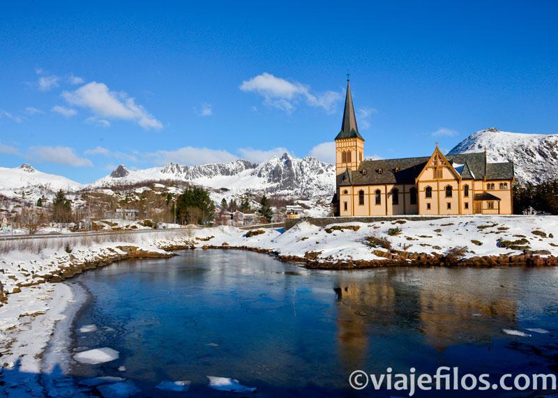 Kavelvag, la mayor catedral de madera de Noruega y una de las mejores escalas en un road trip por Lofoten