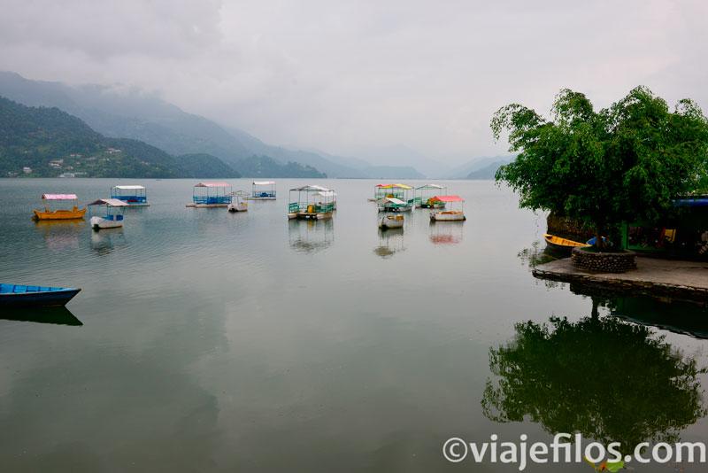 lago Phewa en la ciudad de Pokhara