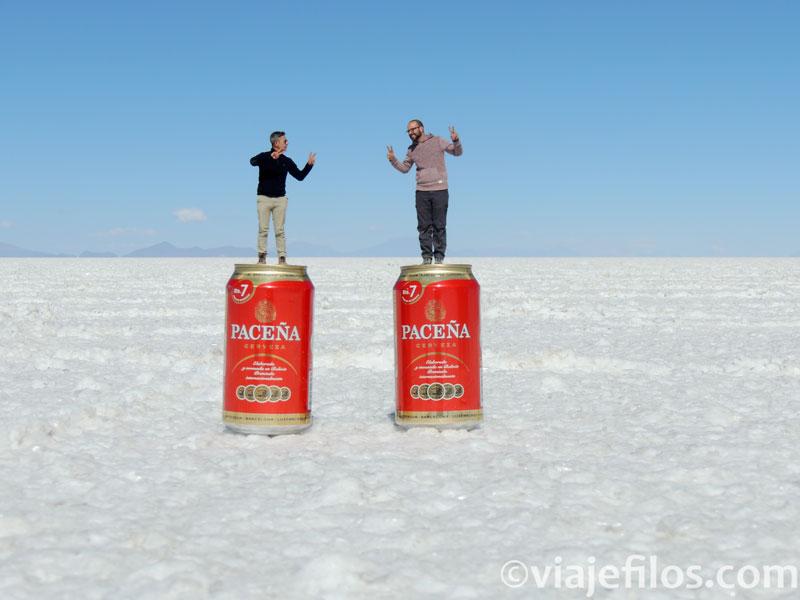 Jugando con las divertidas fotos del Salar de Uyuni