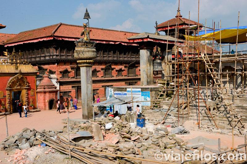 La malograda plaza Durbar de Bahktapur