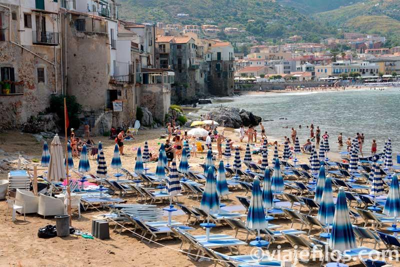 Playa de Cefalú, una escala en un road trip por Sicilia