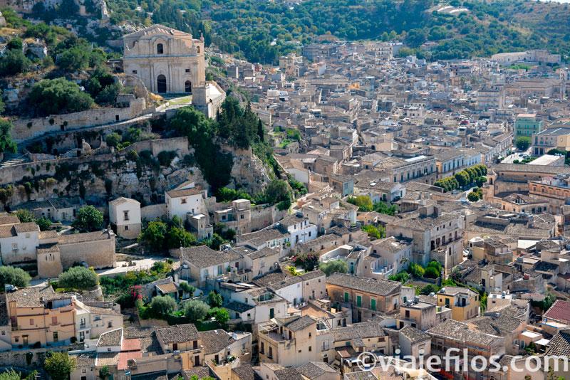 San Bartolomé presidiendo la ciudad de Scicli, escala básica de un viaje a Sicilia en coche