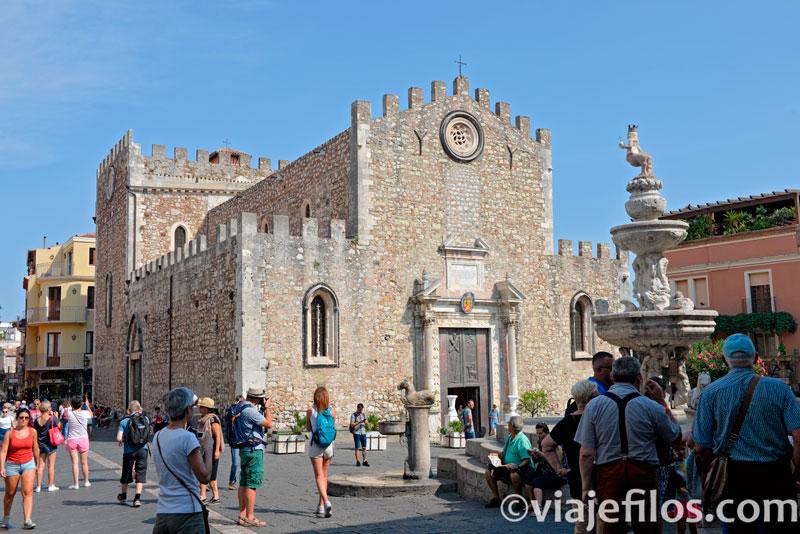 La plaza del Duomo de Taormina, una escala imprescindible de un viaje a Sicilia