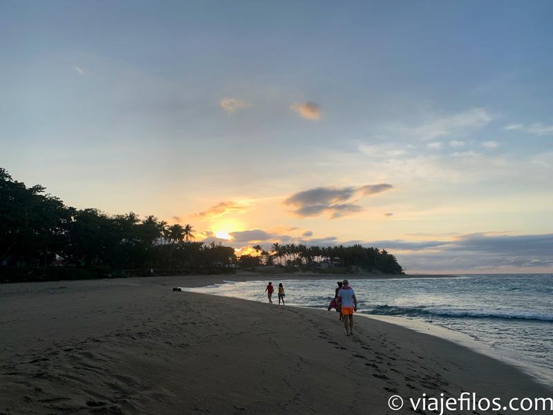 Atardecer en la playa de el Encuentro en Dominicana