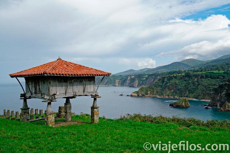 Ermita de la Regalina en la costa asturiana