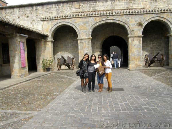 Fortín de San Bartolomé hasta llegar a la Catedral de Santa María La Real